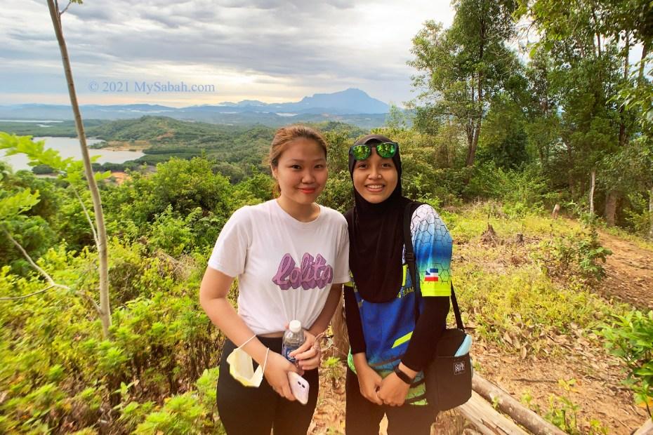 Hiking girls on Nuluh Lapai