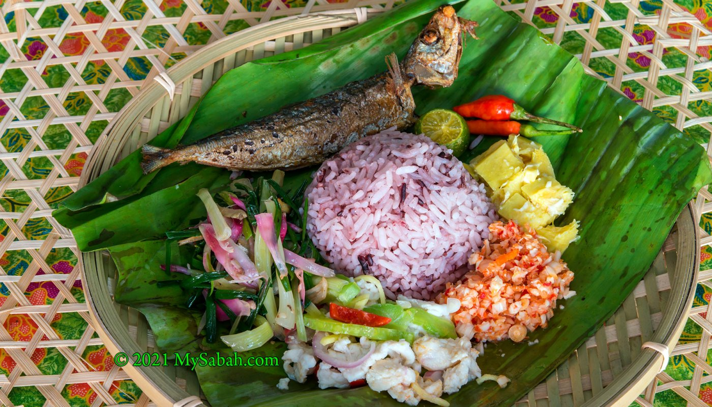 Linopot of Hill Rice with traditional mouth-watering side dishes.