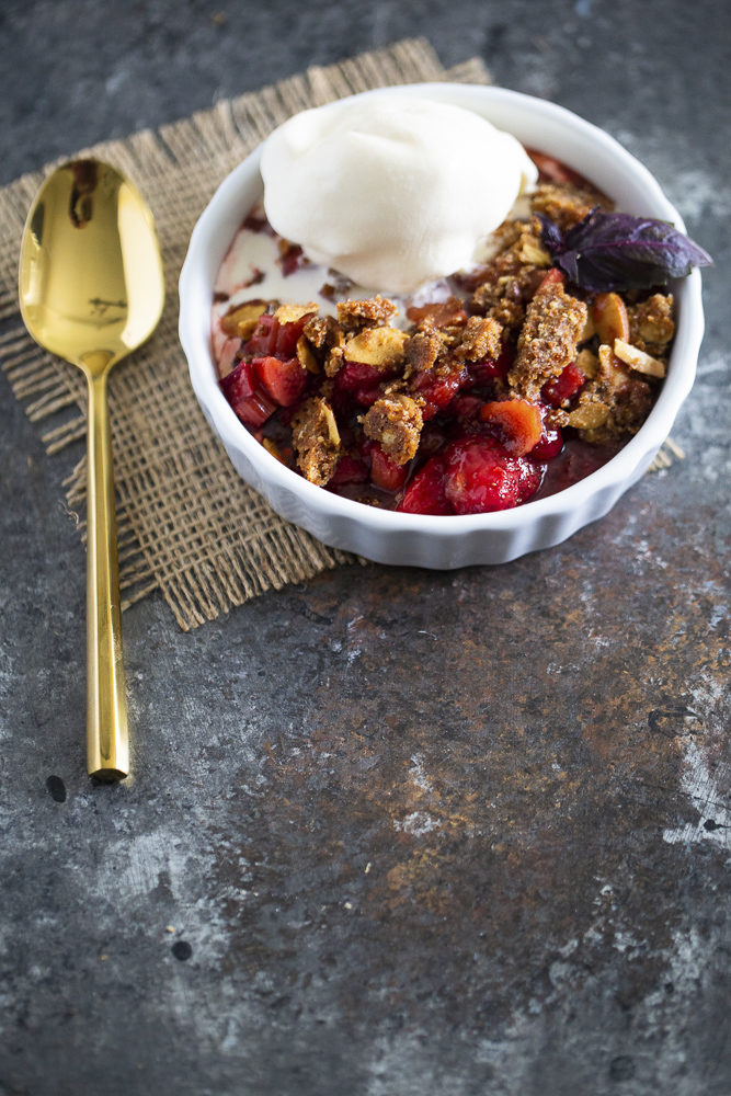 strawberry and rhubarb crisp served.