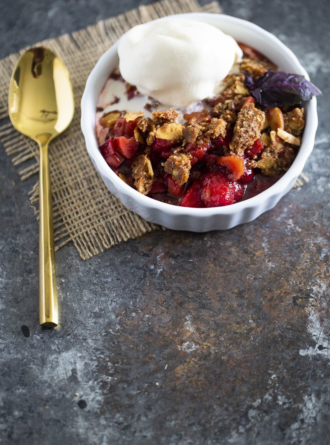 VEGAN, GLUTEN FREE STRAWBERRY RHUBARB CRISP