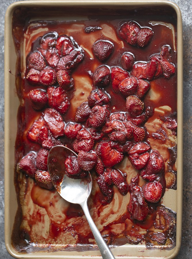 EASY ROASTED STRAWBERRIES | paleo, vegan, gluten free