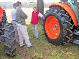 (Left to right): Gerson Ndanganeni, (Mondi area manager), Dean da Costa (Mondi silviculture technical manager) and John Handman (FMS commercial manager) discuss the Trelleborg Agroforest tyres.