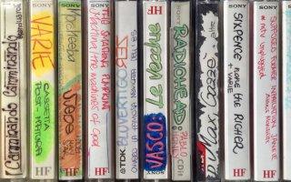 La calligrafia delle ragazze sulle cassette