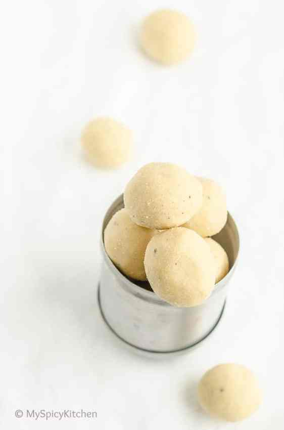Nethichamili Muddalu, Nethicheni Muddalu, Neicheni Muddalu, Neyyichethi Muddalu,  Rice Flour Laddu, Chawal ki Laddu, Bathukamma Prasadam, Sunnivundalu, Telangana Food, Telangana Cuisine, Telugu Food, Indian Food, South Indian Food, Blogging Marathon, Journey Through the Cuisines, A-Z Challenge, A-Z Telangana Cuisine