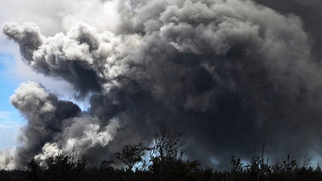 Mount Kilauea ash plume_1526573448459.jpg_370395_ver1.0_640_360_1526575695518.jpg.jpg