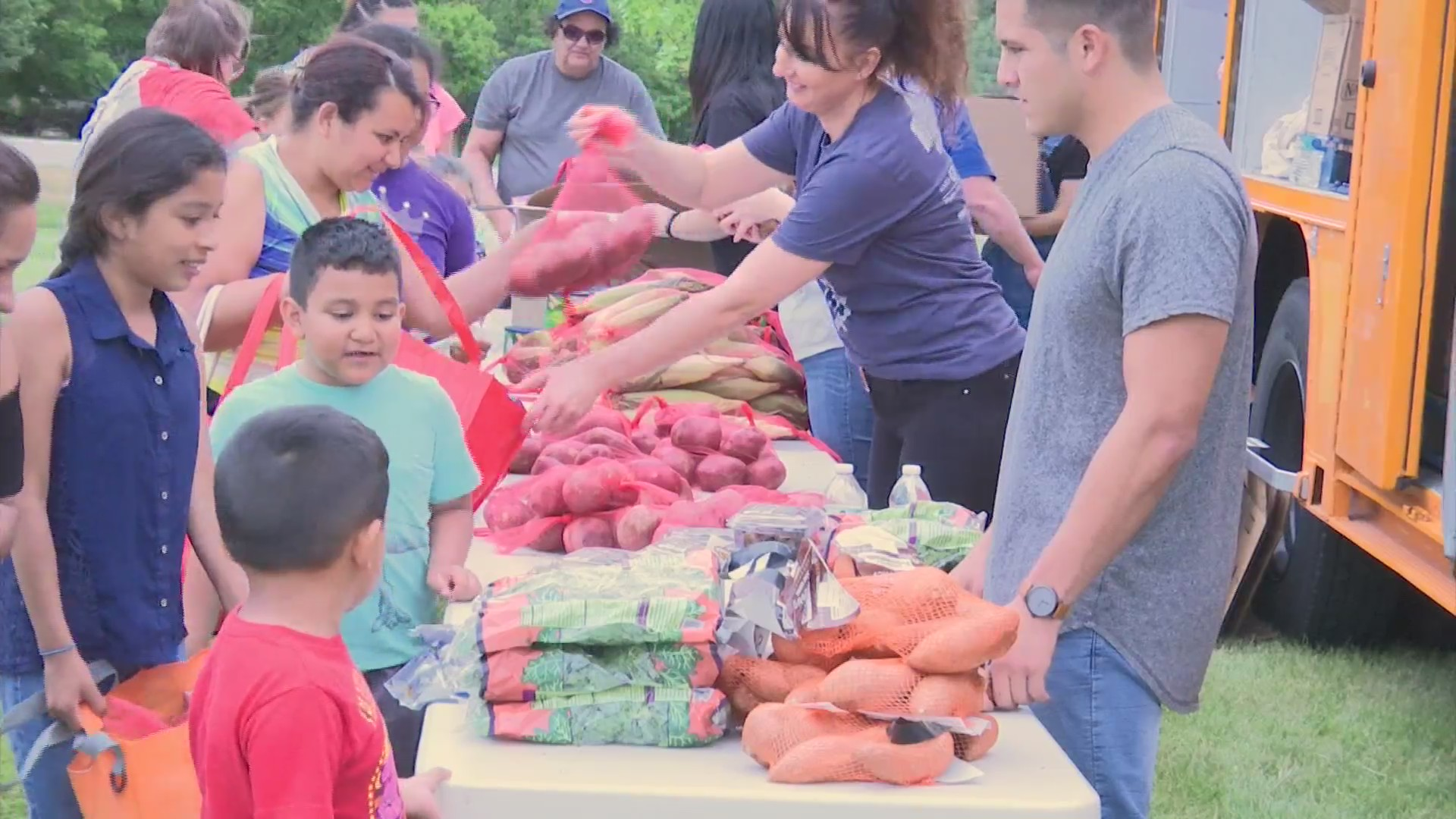 Loves Park's needy families line up for free groceries | MyStateline com