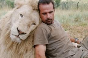 Ο άνθρωπος που ζει με τα λιοντάρια