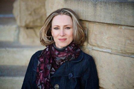 Linda Castillo author