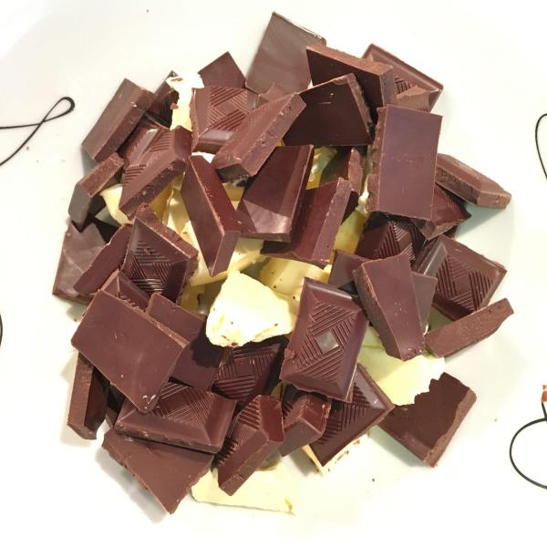 Cut the butter and chocolate into a microwave-safe bowl.