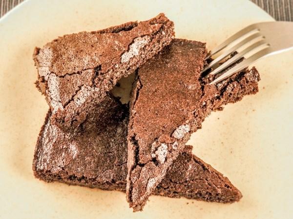 Keto gooey chocolate cake