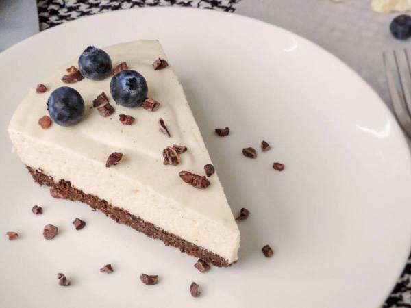 Keto white chocolate cake