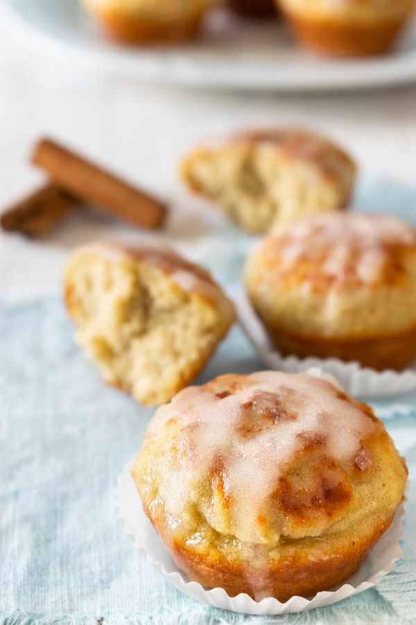 """These cinnamon rolls are not only simple, but they're also quick and easy. If you need a low-carb dessert in a hurry, this could quickly become your default """"oh my gosh, the in-laws will be here in thirty minutes and I don't want to destroy my diet so I need something sweet now"""" rescue recipe! #lowcarb"""