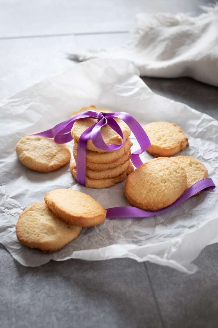 Simple Keto Shortbread Cookies recipe by My Sweet Keto #ketogenic #ketosis #eggfree
