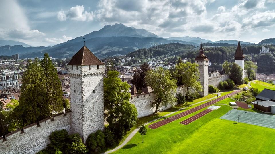 Las torres de Musegg con la granja Hinter Musegg | Suiza Tourismo