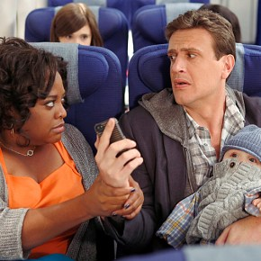 """""""The Locket"""" -- Sherri Shepherd guest stars on  the ninth season premiere episode of HOW I MET YOUR MOTHER titled """"The Locket,"""" to be broadcast on Monday, Sept. 23 (8:00-8:30 PM, ET/PT).  Pictured: Sherri Shepherd, Jason Segel.  Photo: Cliff Lipson/CBS  ©2013 CBS Broadcasting Inc. All Rights Reserved."""