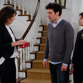 """""""The Locket"""" --  Sherri Shepherd guest stars on  the ninth season premiere episode of HOW I MET YOUR MOTHER titled """"The Locket,"""" to be broadcast on Monday, Sept. 23 (8:00-8:30 PM, ET/PT). Pictured: Cobie Smulders, Josh Radnor, Alyson Hannigan Photo: Cliff Lipson/CBS ©2013 CBS Broadcasting Inc. All Rights Reserved."""