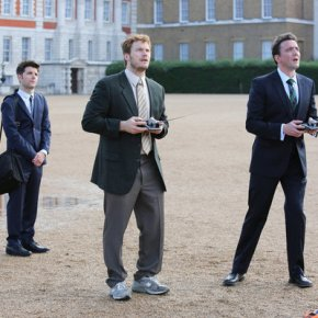 "PARKS AND RECREATION -- ""London"" Episode 601/602 -- Pictured: (l-r) Adam Scott as Ben Wyatt, Chris Pratt as Andy Dwyer, Peter Serafinowicz as Lord Edgar Covington -- (Photo by: Tim Whitby/NBC)"