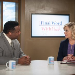 "PARKS AND RECREATION -- ""London"" Episode 601/602 -- Pictured: (l-r) Jay Jackson as Perd Hapley, Amy Poehler as Leslie Knope -- (Photo by: Colleen Hayes/NBC)"