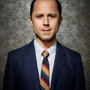 DADS: Giovanni Ribisi as Warner. The new FOX comedy DADS premieres Tuesday, Sept. 17 (8:00-8:30 PM ET/PT) on FOX. ©2013 Fox Broadcasting Co. Cr: Joseph Llanes/FOX