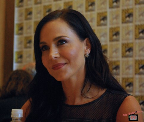 Julie Benz, Defiance
