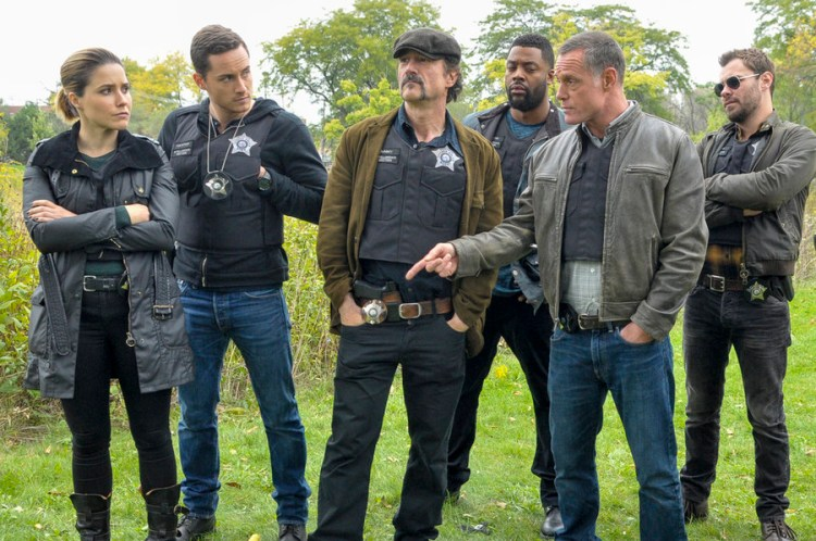 "CHICAGO P.D. -- ""A Dead Kid, A Notebook, and a Lot of Maybes"" Episode 307 -- Pictured: (l-r) Sophia Bush as Erin Lindsay, Jesse Lee Soffer as Jay Halstead, Elias Koteas as Alvin Olinsky, Laroyce Hawkins as Kevin Atwater, Jason Beghe as Hank Voight, Patrick John Flueger as Adam Ruzek -- (Photo by: Matt Dinerstein/NBC)"