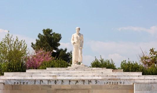 To άγαλμα του Ιπποκράτη, Λάρισα