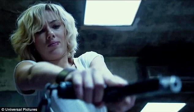 Lucy_movie_gun
