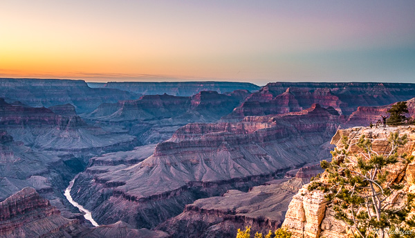 Photographing sunset at Grand Canyon Mohave Point during Thanksgiving