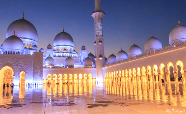 Sheikh Zayed Mosque lit up in the night time