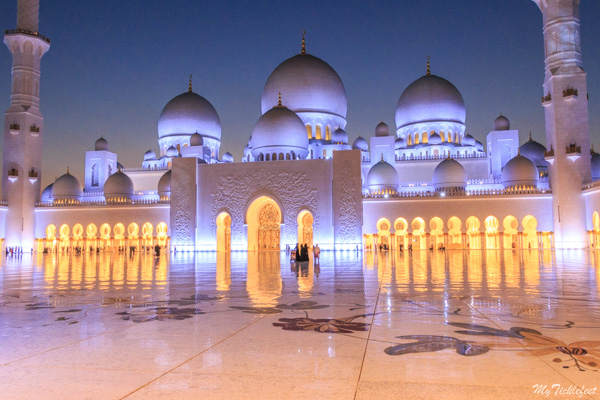 Sheikh Zayed Mosque all lit up at night - Best time to visit the Grand Mosque