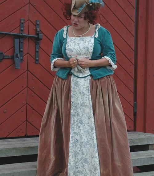 Damdräkt. Sydd för Comedy Art Theatre, dramavisning på Älvsborgs fästning 2010. Kjol och jacka.