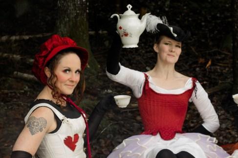 Tre dräkter bestående av hatt, korsett, underkläder och underdelar designade och skapade av Julia Elstring Högberg för Mytomsydd 2019.