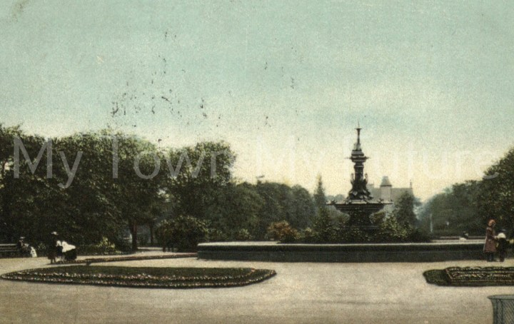 Albert Park - Fountain which was presented by Joseph Pease Esq. Postcard - to Miss Clayton - A A Sotheran