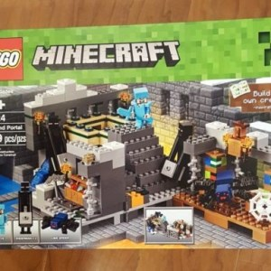 NEW IN BOX LEGO MINECRAFT THE END PORTAL 21124 559 PIECES