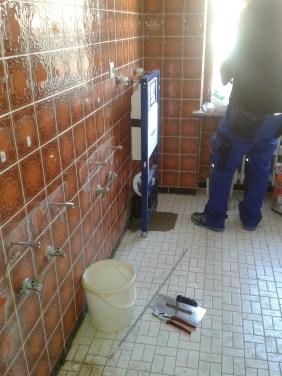 Vorwandelement für Hänge-WC einbauen