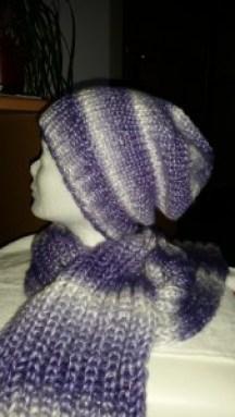 Handgestrickte Beanie-Mütze mit passendem Schal
