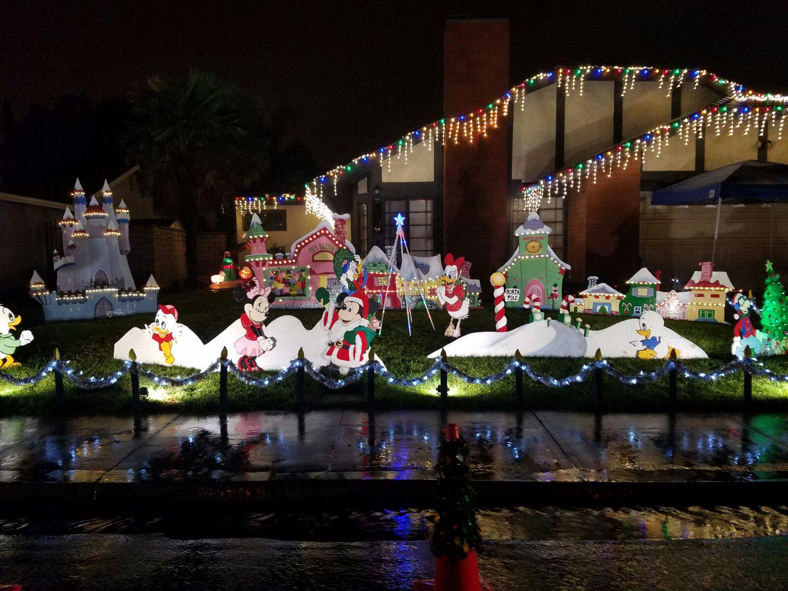 Kitschige Weihnachtsbeleuchtung.Christmas Lights In Camarillo