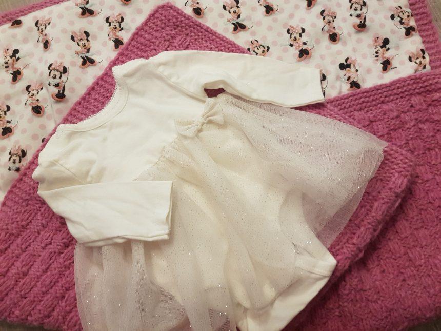 handgestrickte Babydecke aus kuscheliger Wolle