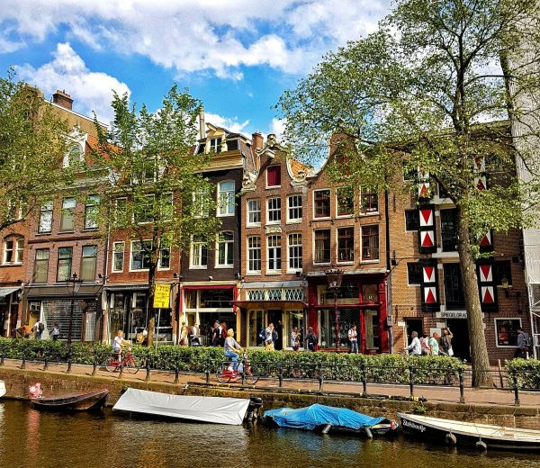 Tourist traps in Amsterdam - Cycling through Amsterdam