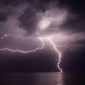 lightning_-3886504660808152353