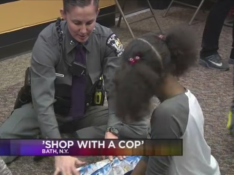 _Shop_with_a_Cop__event_gives_children_i_0_20171207230247