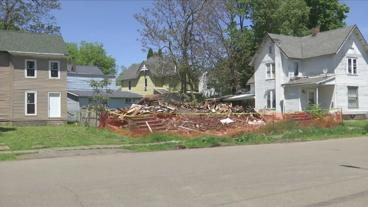 Neighbors_voice_concern_over_demolished__0_20180521222148