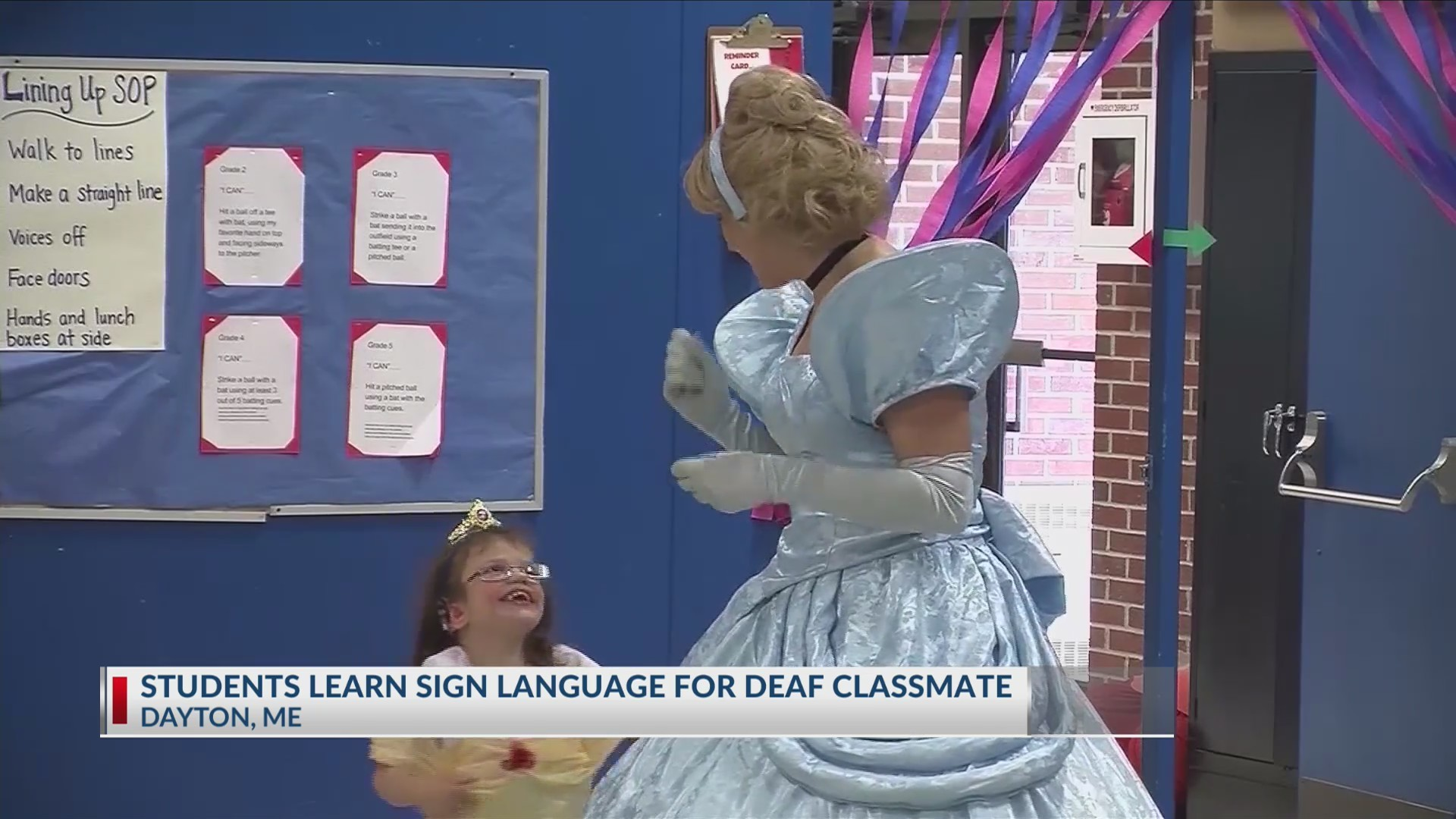 Students learn sign language for deaf classmate