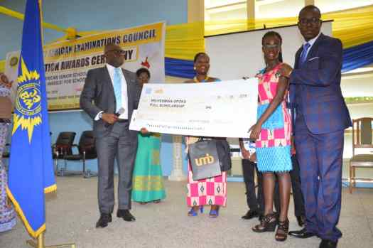 Mr. Kevin Adarkwah presenting full scholarship to 2018 WASSCE Overall Best Student, Wilhermina Opoku.
