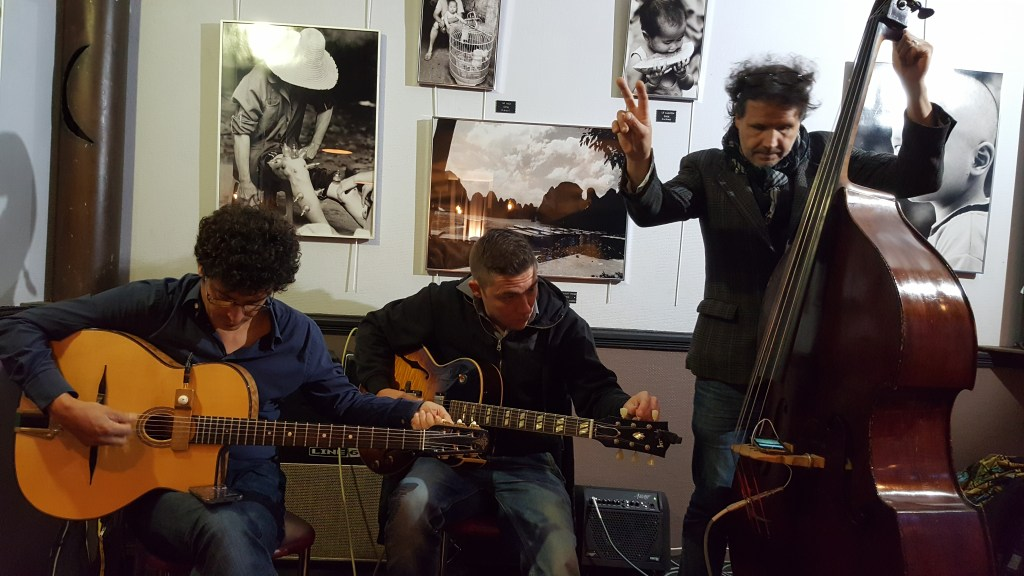 manouche jazz, jazz, gypsy jazz, bistro, Belleville, cello, guitar, musicians, evening, Paris, France