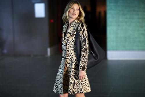 5d91529778c8aa E' una icona di oggi. Trendsetter, donna indipendente, assolutamente  contemporanea, incarna la mia collezione autunno- inverno, mostrando la sua  femminilità ...