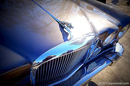 Une auto ancienne à Versailles