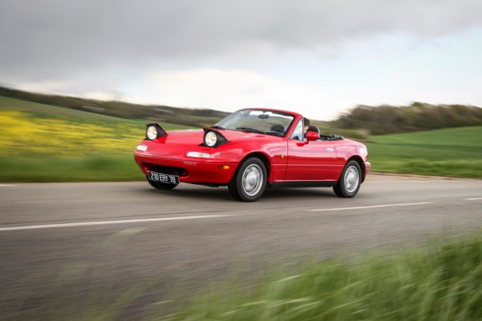 La première génération de Mazda MX-5 a été commercialisée en France en 1990.