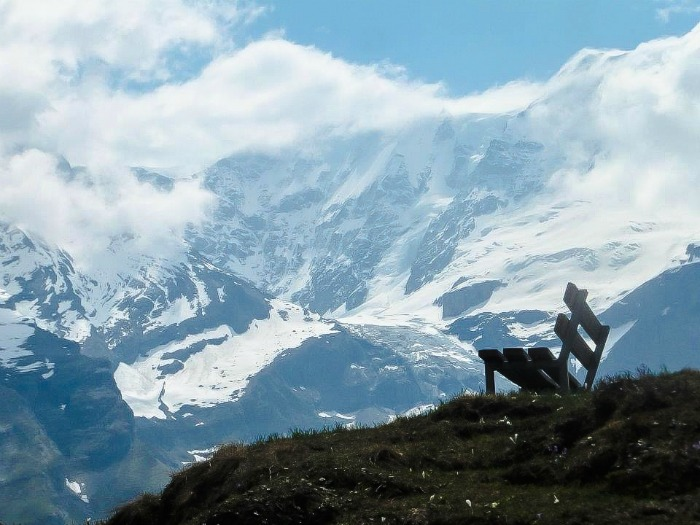 Gimmelwald, Switzerland | Hiking in the Swiss Alps | Murren | mountains | cows | Where is gimmelwald? | Where to stay in Gimmelwald | Hiking trails | Lauterbrunnen Valley