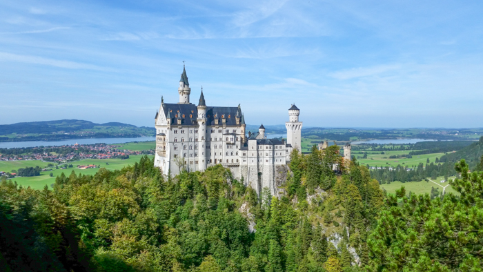 Do This, Not That // Visiting Neuschwanstein Castle | Dos and don'ts for your trip to Füssen to visit Kind Ludwig's famous fairy tale castle #neuschwanstein #castle #swanking #fairytale #germany #traveltips #bucketlist
